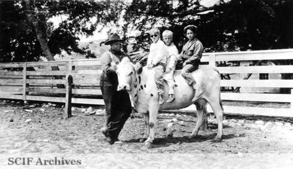 File:SRI C. Smith, A. Vail, R. Vail & EK Smith on milk cow c 1920s.jpg