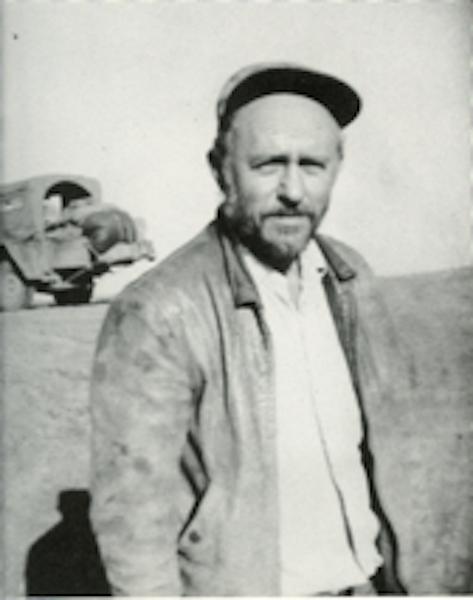 File:Phil Orr with season's crop of whisker's-1952 001.jpg