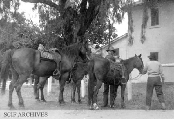 File:Stantons preparing to ride, June 1938.jpg