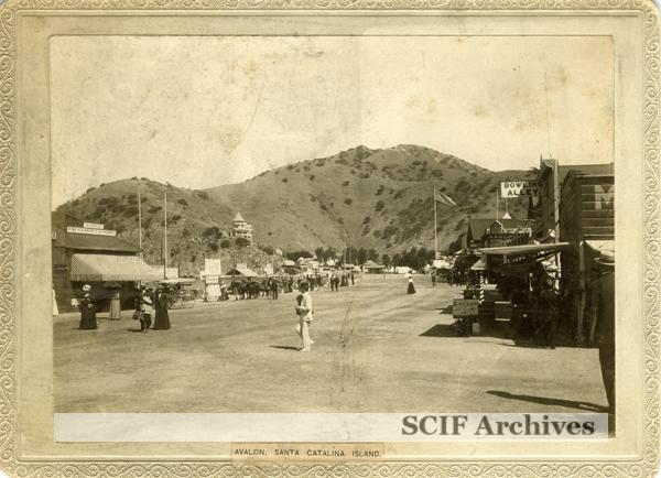 File:Old Avalon, Santa Catalina Island.jpg