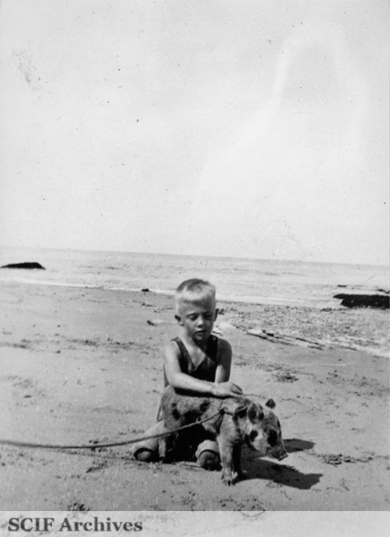 File:SRI Russ Vail on the beach with pet pig 1925.jpg