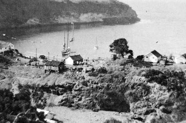 File:Pelican Bay Camp 1928.jpg