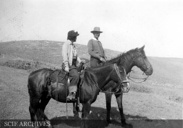 File:Carey Stanton parents on horseback June 1938.jpg