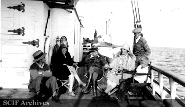 File:SRI Waive Wagner, Nita Vail, Russ Vail and 3 guests on Vaquero I c. 1930s.jpg