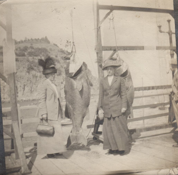 File:1912 Women & Black Sea Bass, SCat.png
