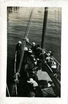 3 SCrI mae bowman 5-12-1915 - no caption.jpg